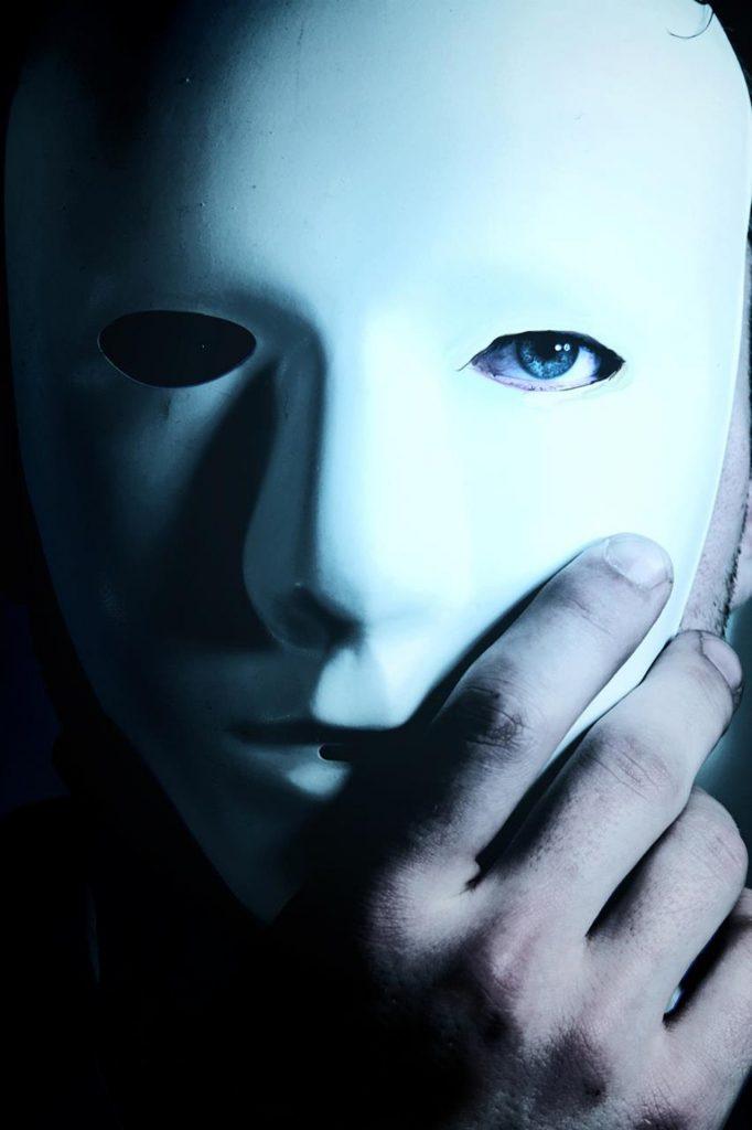Immagine Giù la maschera: è il tempo delle scelte
