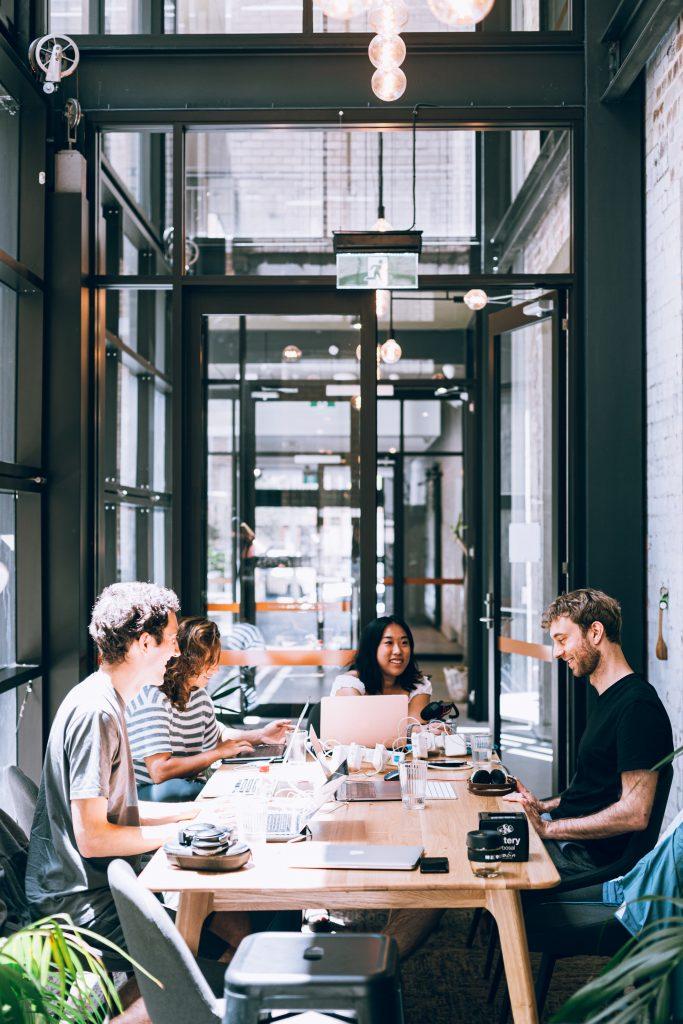 Immagine Imprenditorialità giovanile come hub per le competenze digitali?